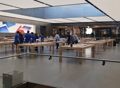Apple Close to Setting up India Stores