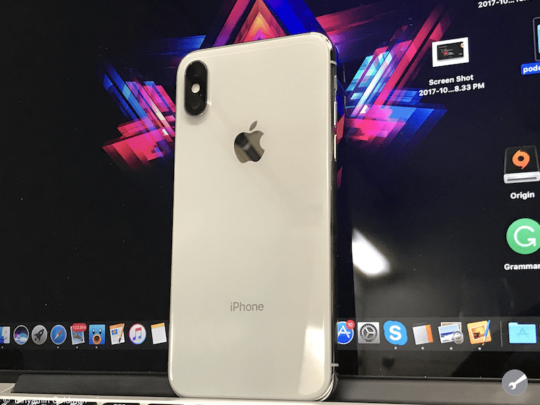 iPhone X Review - Design
