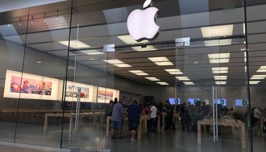 mall apple store in cerrritos, ca
