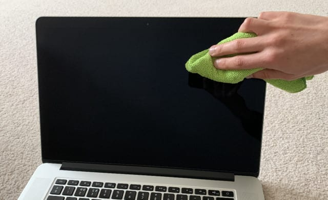 Cleaning MacBook screen
