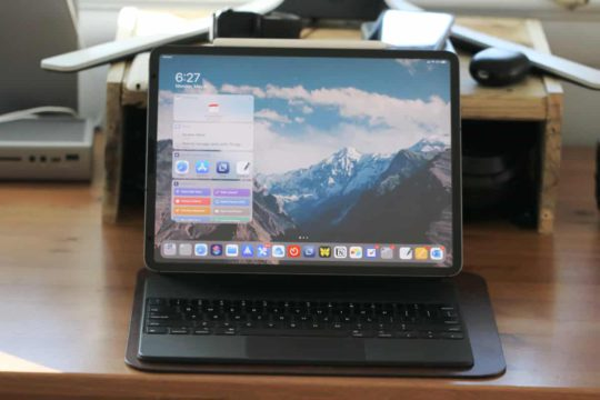 Magic Keyboard for iPad Pro Straight On