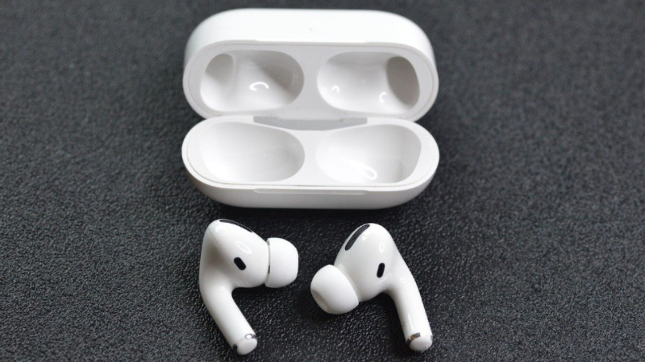"""Is """"Rattlegate"""" Ruining Your Airpods Pro? Here's What You Need to Know"""