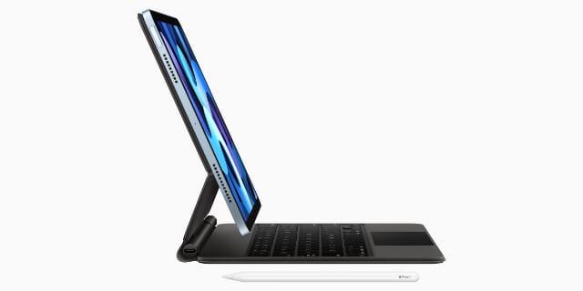 iPad Air on Magic Keyboard with Apple Pencil