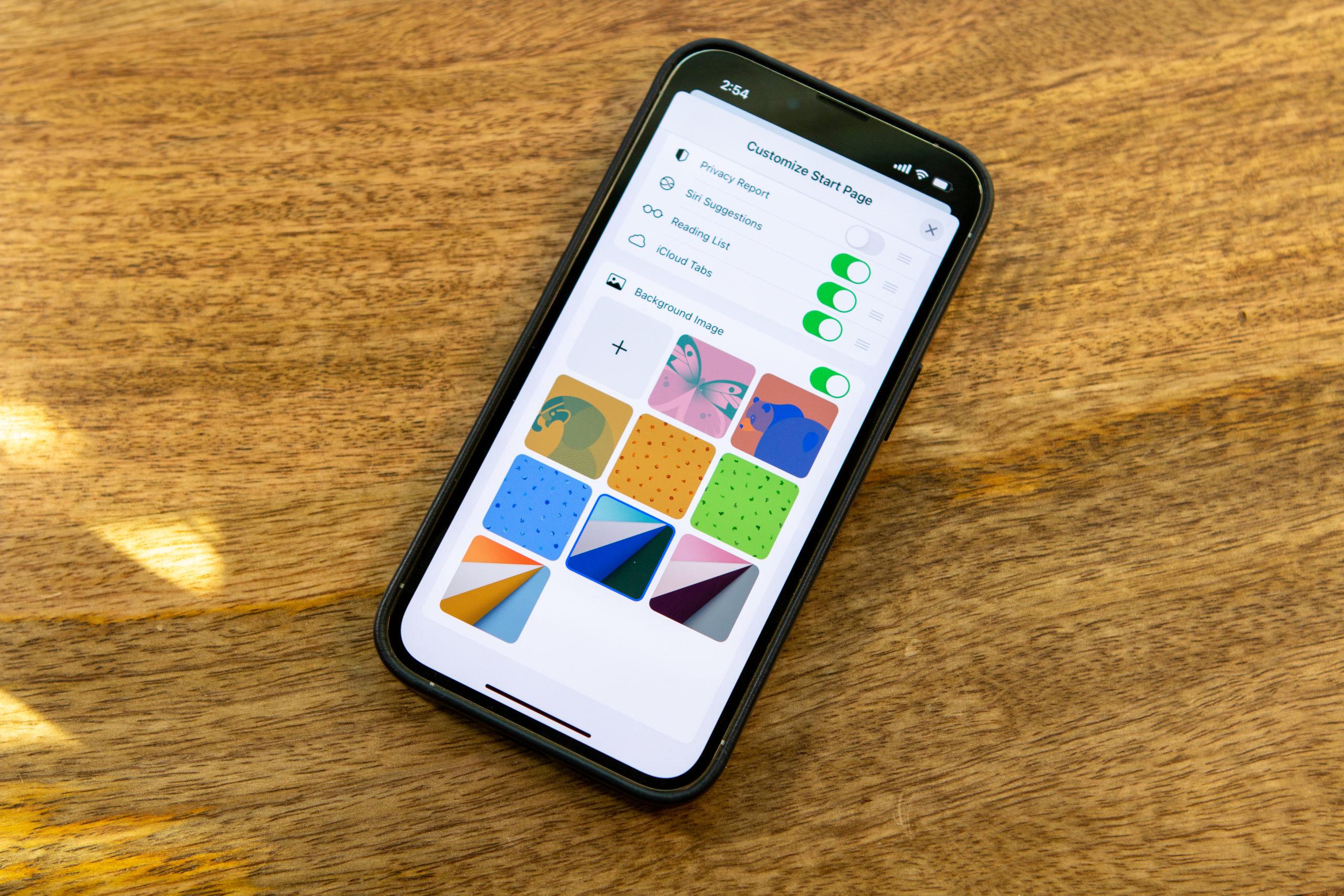 How To Set Custom Safari Background on iPhone and iPad Hero